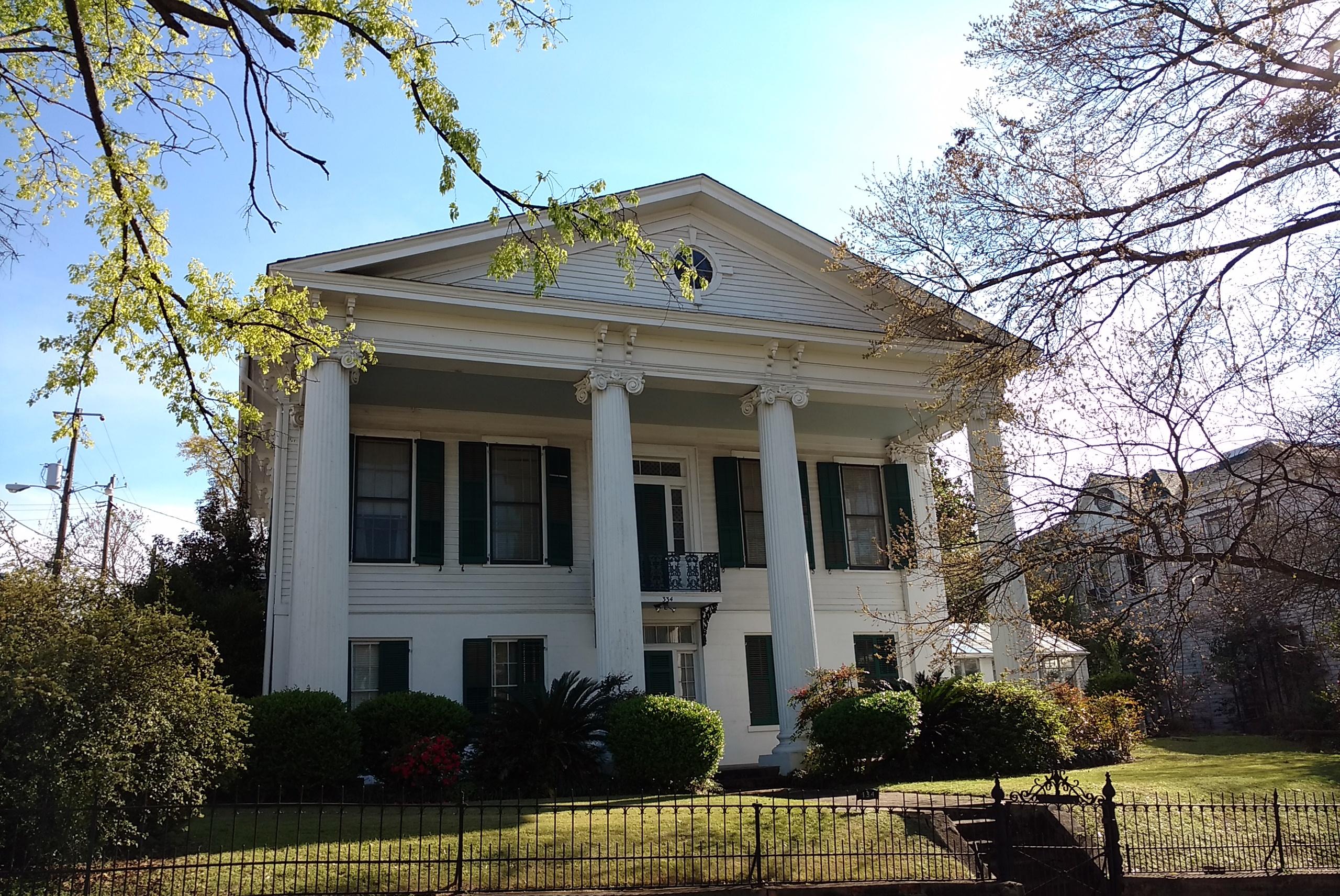 Montgomery-Traditional-House-Upper-Class-Van-Wersch-Writes